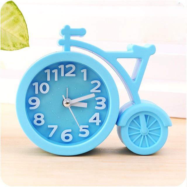 Часы-будильник QD-286 Велосипед ГолубойАксессуары<br><br>Цвет: Голубой; Ширина (см): 13; Высота (см): 11;